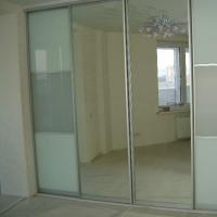 Встроенный шкаф-купе. Двери оракал, пленка матовая., зеркало серебро. Профиль серебро.