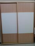 Корпусный шкаф-купе. Двери ЛДСП Аликанте, кожа белая с тиснением. Стоимость 29140 рублей.