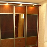 Встроенный шкаф-купе . Двери раттан, зеркало серебро, декоративное зеркало. Профиль шампань.